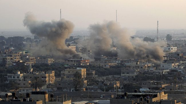 Smoke rises following an explosion at a smuggling tunnel dug beneath the Gaza-Egypt border in the southern Gaza Strip town of Rafah on August 31, 2013.