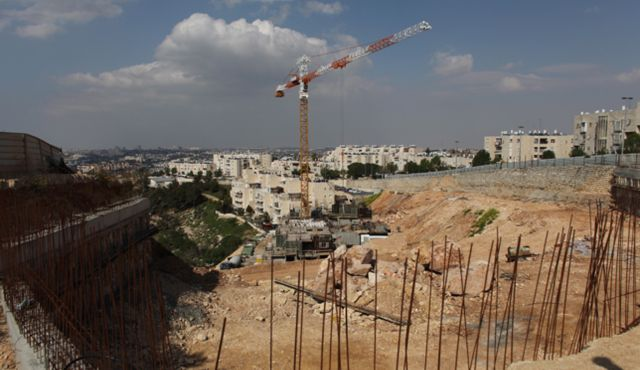 Construction in the East Jerusalem neighborhood of Gilo. Photo by Daniel Bar On
